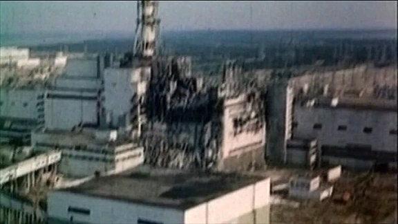 Alte Luftaufnahmen vom zerstörten Kernkraftwerks Tschernobyl bei Prypjat.