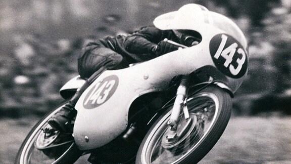 Ernst Degner 1961 auf einer MZ