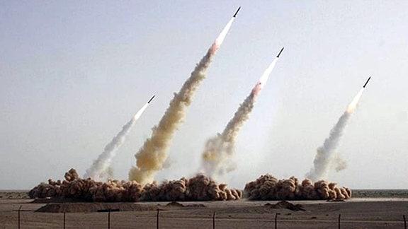 Raketenabschuss in der iranischen Wüste