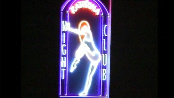 Leuchtreklame eines Nachtclubs