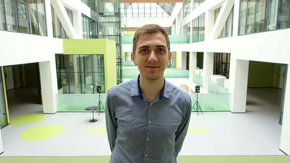 Uni-Sprecher Karapetjan im Atrium
