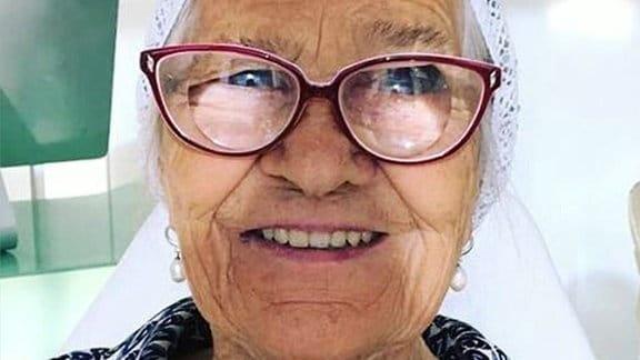 91-jährige Oma aus Sibirien bereist die Welt und teilt ihre Eindrücke im Internet