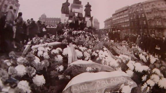Zur Beerdiegung in Prag kamen 10.000 Trauernde
