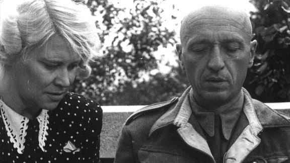 Undatiertes schwarz-weiß-Foto des Warschauer Zoodirektors Jan Zabinski und seine Frau Antonia.