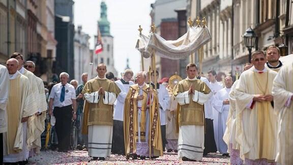 Eine Prozession in Krakau