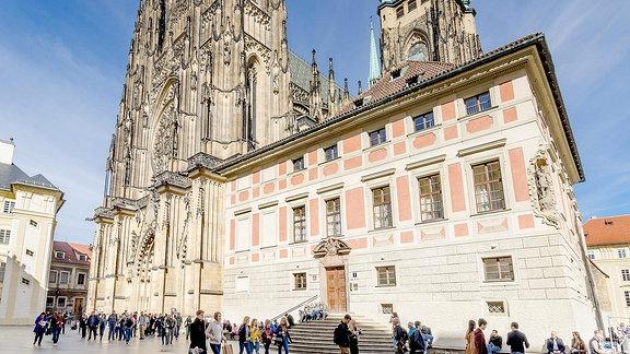 Die Metropolitan-Kathedrale der Heiligen Vitus, Wenceslaus und Adalbert, Westfassade.
