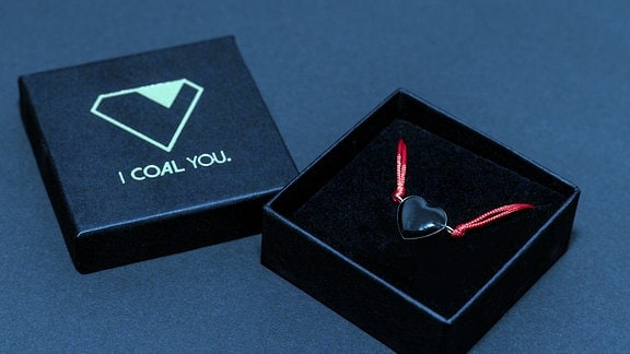 "Polnischer Schmuck aus Kohle, Hersteller ""I Coal You"""