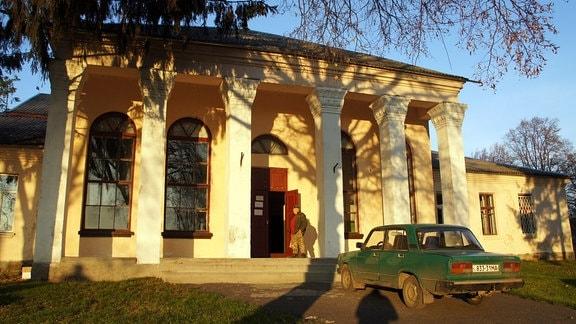 Gemeindehaus des Dorfes Marijka, Ukraine.