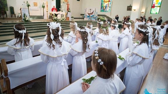 Erstkommunion in Polen. Im Mai feiern junge Christen ihren großen Tag, die Erstkommunion.
