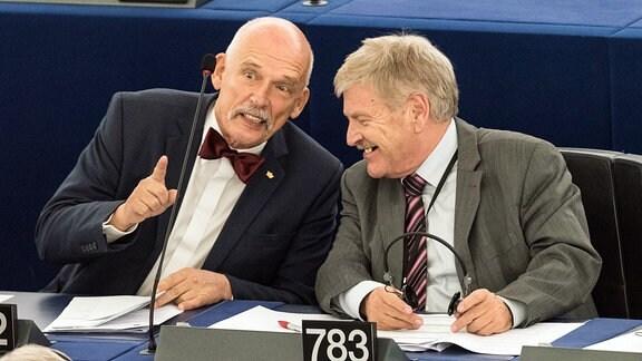 Janusz Korwin-Mikkeund Udo Voigt im Europäischen Parlament