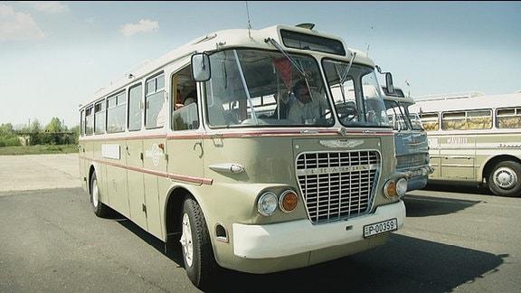 Ein alter Bus
