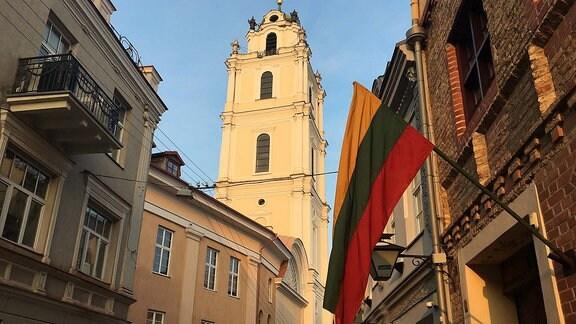 Litauische Flaggen schmücken die Innenstädte