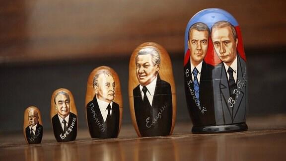 Aktuelle und ehemalige russische Staatschefs in Form einer Matroschka