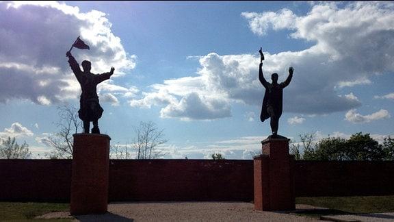 Memento Park Budapest, Frühjahr 2014 - Skulpturen im Gegenlicht