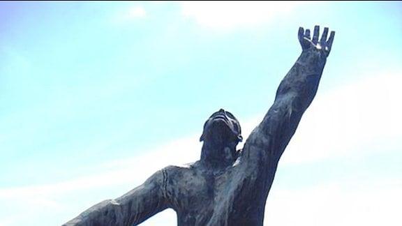 Memento Park Budapest, Frühjahr 2014 - Skulptur: Strauchelnder Mensch