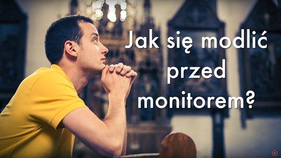 Mann betet kniend. Text: Wie betet man vor dem Bildschirm?