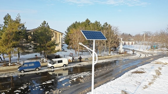 Eine Straße im Dorf Braviceni.