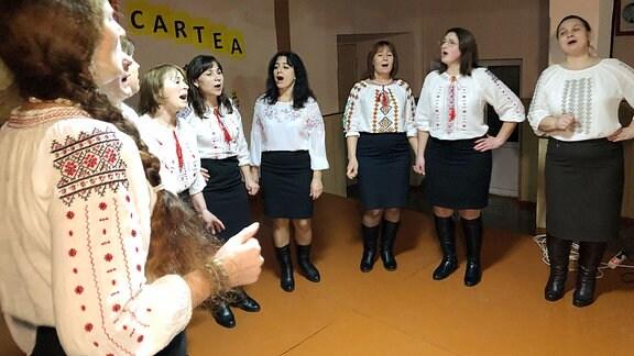 Der Dorfchor von Braviceni.