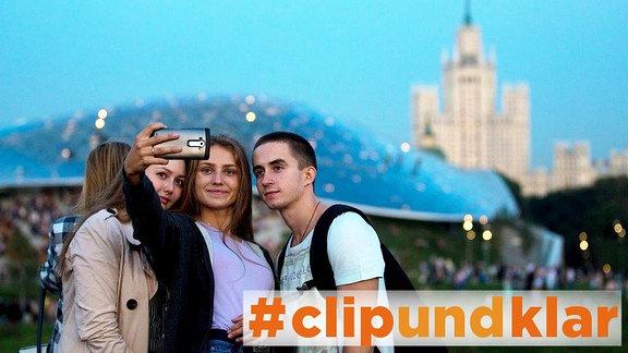 Besucher im Moskauer Zaryadye Park.