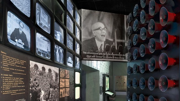 Blick in Ausstellungsraum Jüdisches Museum in Warschau