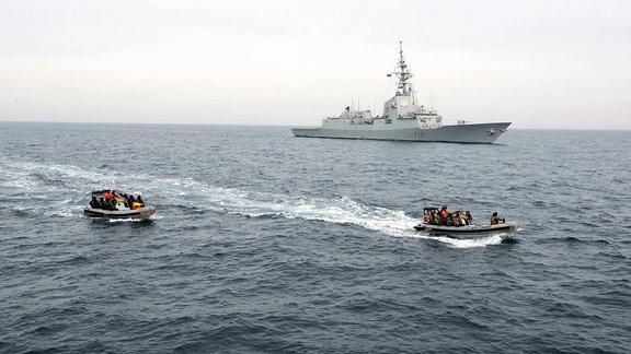 Bordeinsatzkompani auf dem Weg zu einem Schiff