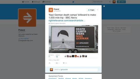 """Plakat mit angedeutenem Hitlerkonterfei über dem Eingang vom KZ Auschwitz. Daneben der Text: """"Death Camps were Nazi German"""""""