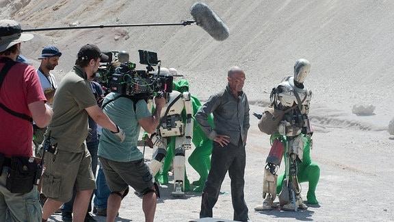 Filmszene 'Automata' mit Antonio Banderas.