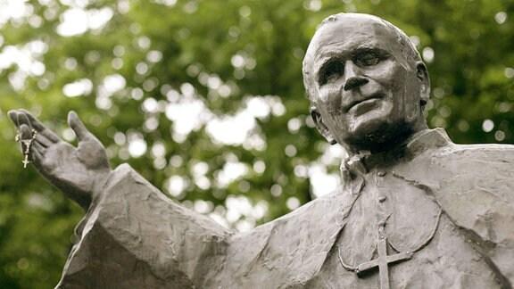 Statue von Papst Johannes Paul II. in Posen.