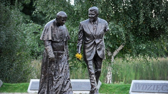 Statue von Johannes Paul II. und Ronald Reagan in Danzig.