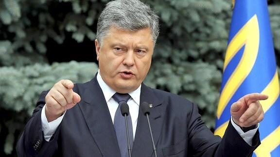Petro Poroshenko gestikuliert bei einer Ansprache, 2015 in Kiew.