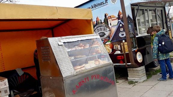 Wagen und Kiosk mit Litauischen Spezialitäten