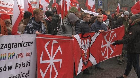 Polnische Patrioten demonstrieren zum Unabhängigkeitstag in Warschau