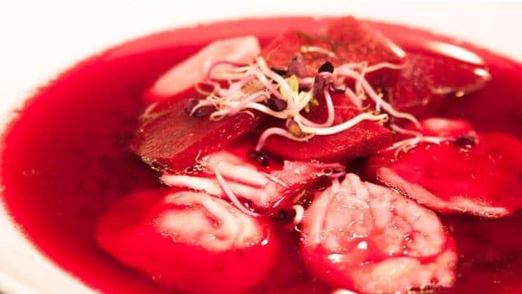 Teller mit Rote-Bete-Suppe