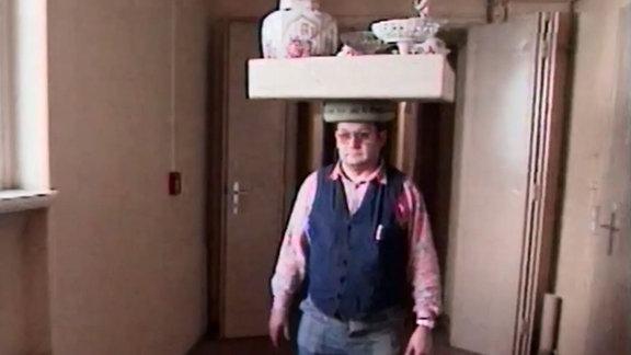Wertvolles Meissener Porzellan auf dem Kopf