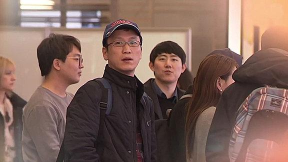 Asiatische Touristen auf Flughafen