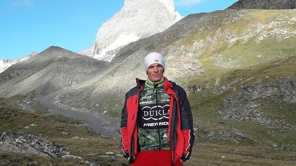 Priester Ljcha im Gebirge