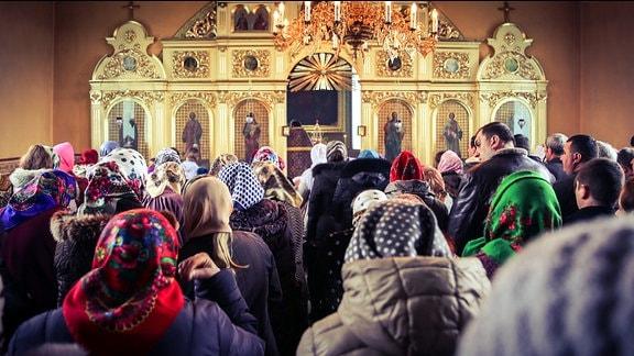 Menschen bei einem Gebet.