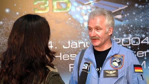 Raumfahrt-Fan Tasillo Römisch 2004 bei einem Interview