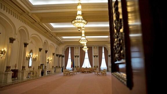 Blick in einen der Festsäle des Bukarester Parlamentspalastes