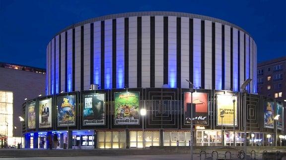 Rundkino in Dresden bei Nacht.