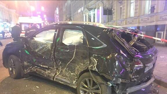 Autowrack des Lexus von Olena Sajzewa in Charkiw