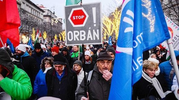 Proteste auf der Straße gegen Orban.