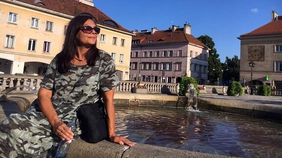 Frau, Springbrunnen, Gebäude