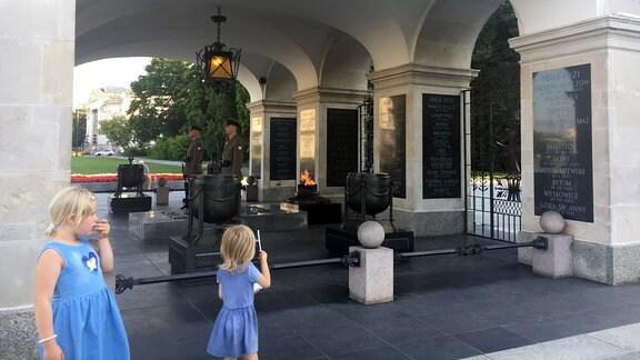 Kinder, Denkmal, Soldaten