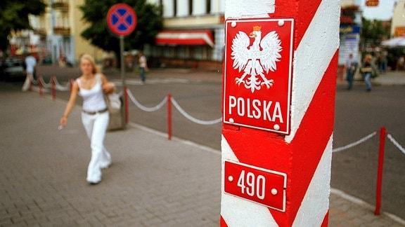 Polnischer Grenzstein in Slubice mit dem Staatswappen von Polen