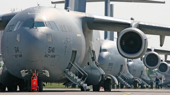 Transportflugzeuge vom Typ C-17 auf der US-Airbase Ramstein