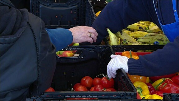 Obst und Gemüse in Kisten