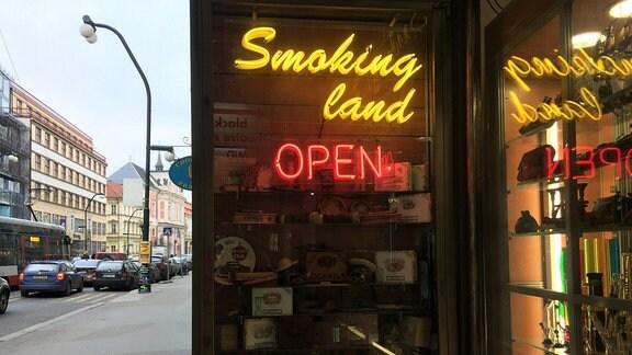 Geschäft mit Reklame fürs Rauchen