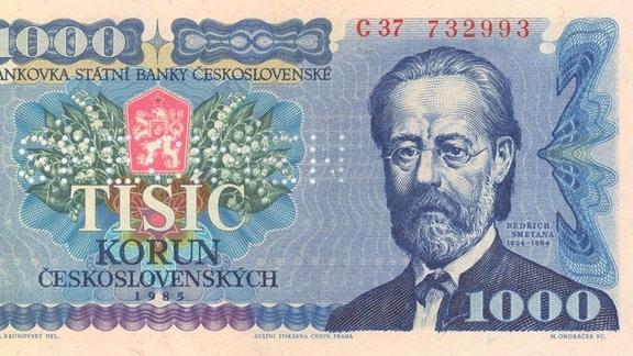 Am 08.02.1993 wurde die ehemalige tschechoslowakische Krone in zwei getrennte Währungen aufgeteilt - die tschechische und die slowakische Krone. Statt neue Geldscheine zu drucken, hat man zunächst die alten, tschechoslowakischen mit Klebemarken versehen, die sie dann zu tschechischen Scheinen machten. Im Bild ein 1.000-Kronen-Schein mit einer solchen Klebemarke.