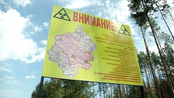 Ein Schild das auf Radioaktivität hinweist.